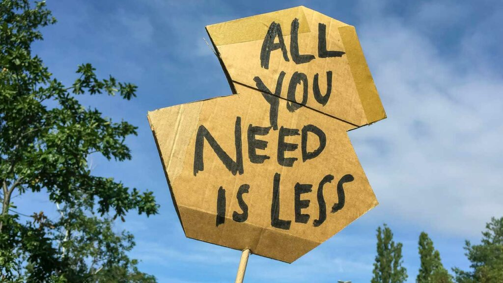 """Schild """"All you need is less"""""""